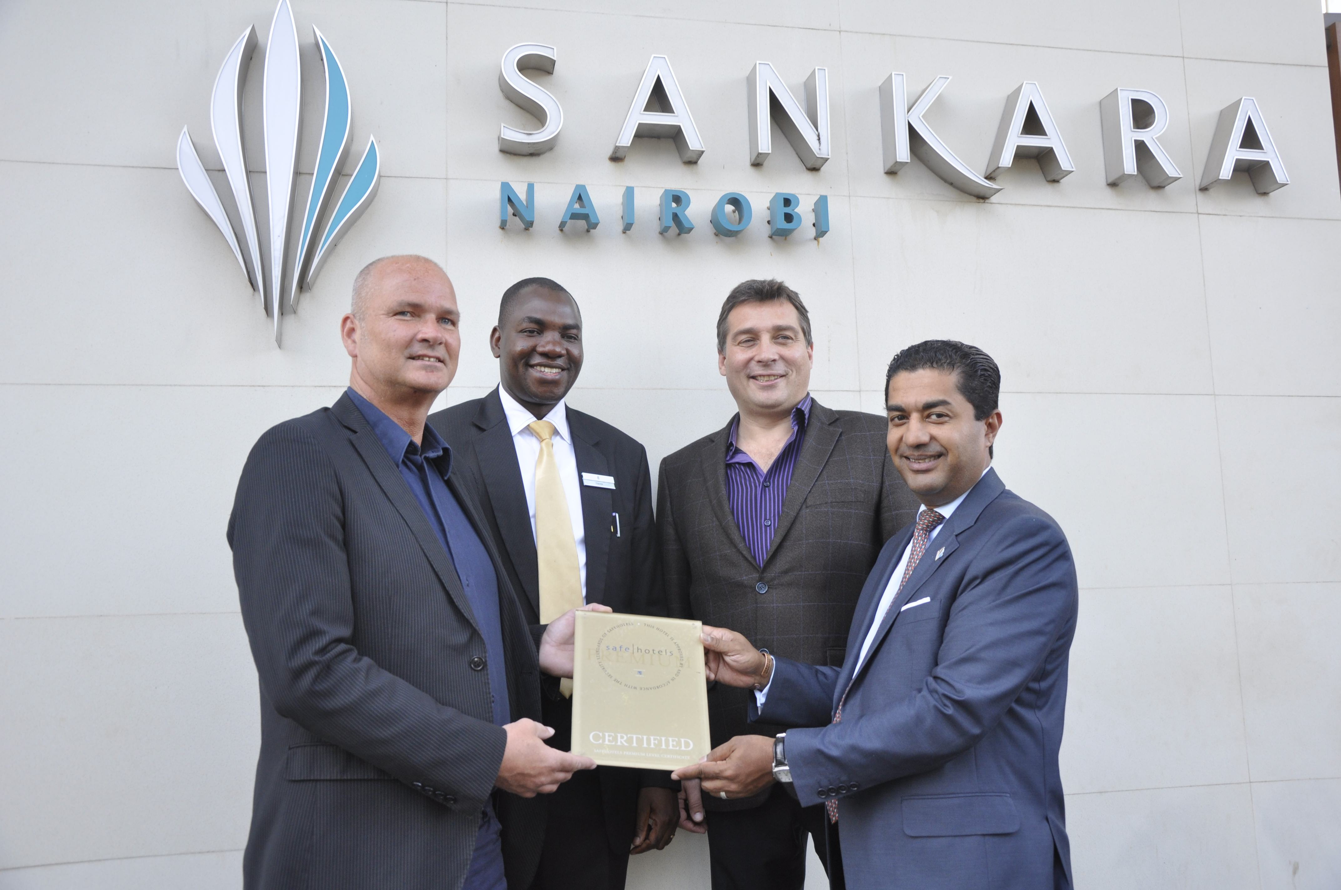 Hans Kanold (vd Safehotels), Francis Arena (Director of Security Sankara), Andy Williams (Operational Director Safehotels) och Moshi Perera (GM Sankara).