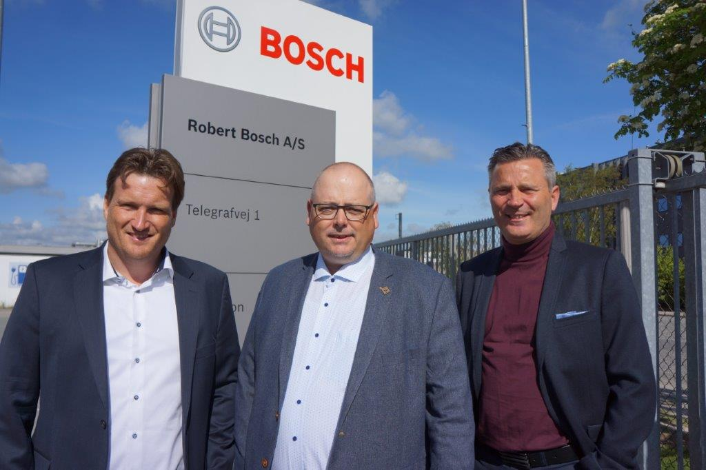 Fv: Adm. dir. Kristian Sveistrup, Jan Julin, Sales District Manager, Bosch Security Systems, og salgschef Michael Okholm Nielsen, Sveistrup.