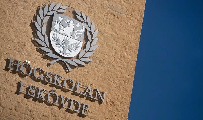 Högskolan i Skövde är en av de mest specialiserade i Sverige. Forskning bedrivs inom fem specialiseringar: informationsteknologi, systembiologi, virtual engineering, hälsa och lärande samt framtidens företagande.