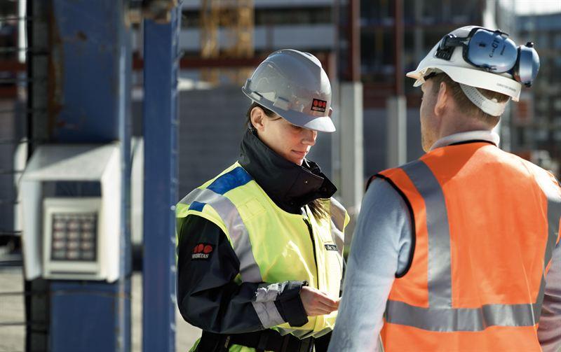 Securitas uppdrag f�r LKAB inneb�r f�rutom station�r bevakning f�r in- och utpassering och lotsning av �kerier p� omr�det ocks� skr�ddarsydda specialtj�nster s�som trafikbevakning i gruvorna samt tekniska v�ktare som administrerar passerkort och nyckelservice