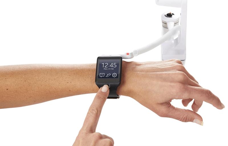 Med Invue Wearable Security WS1 kan butiker stöldskydda sina smarta klockor, samtidigt som kunden kan testa klockan och alla dess funktioner utan personalhjälp och utan att larmet stör.